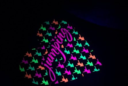 neonová farba pod UV svetlom sitotlač
